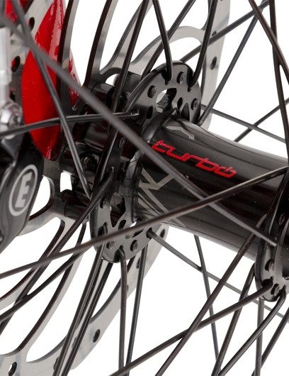 Carbon Magura disc brakes with 180mm rotors take care of stopping duties. The Turbo features regenerative braking, so every time you pull the levers, the motor diverts power from pedal assistance to recharging the battery