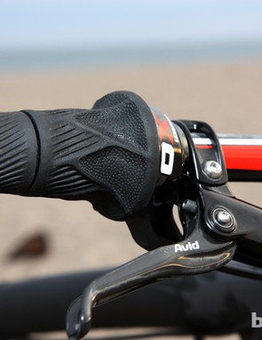 Pairing Grip Shift with Avid's latest brakes will unfortunately preclude the use of a tool-free reach adjust on the brake levers. Swapping between the two is thankfully pretty easy, though