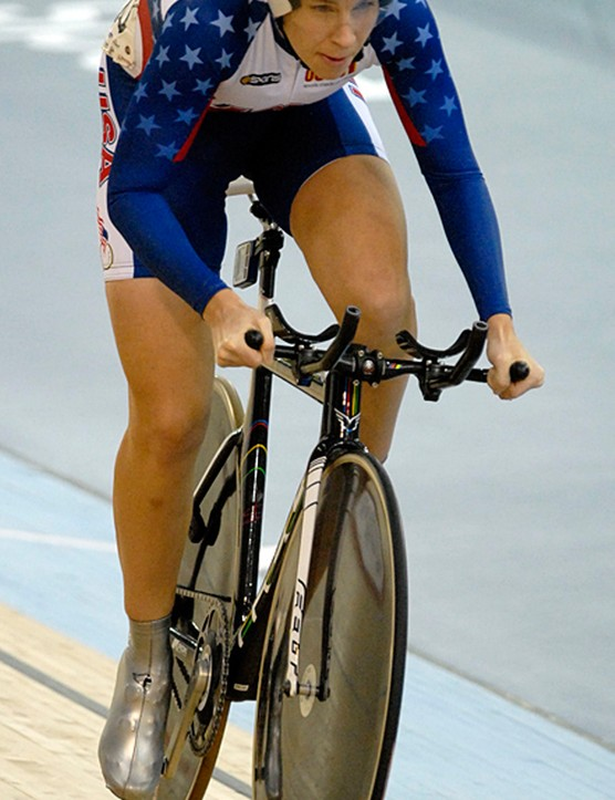 Sarah Hammer starting her Omnium pursuit with wide set tri bars