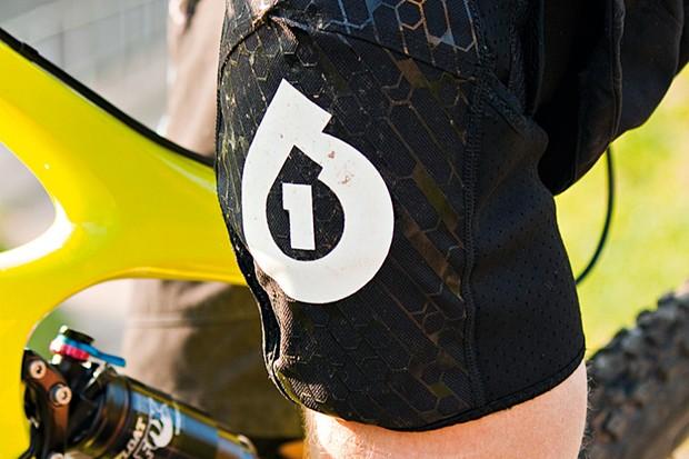 SixSixOne Riot knee pads