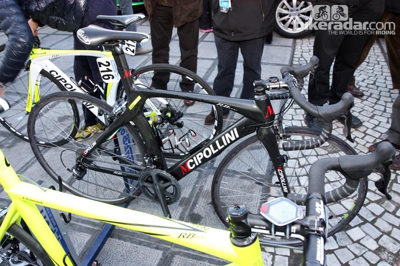 Farnese Vini-Selle Italia team bikes weren't all neon yellow. Several (including that of Filippo Pozzato) were a more sedate black.