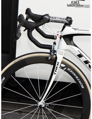 Check out the ultra-curved fork blades on Fabian Cancellara's (Radioshack-Nissan-Trek) new Trek Domane. Also note the Nokon housing, mechanical Shimano Dura-Ace levers, the FMB Paris-Roubaix tubular tires, and the anatomic bars.