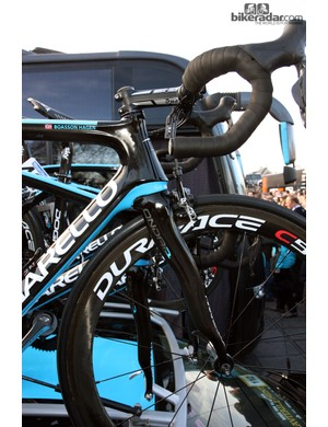 The front end of Sky's Pinarello Dogma 2 machines is more integrated than the original for a smoother appearance. Note Edvald Boasson Hagen's choice of a true anatomic-bend bar.