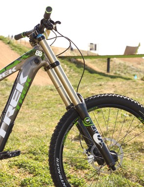Fox's OE (original equipment) 40 RC2; the fork uses Fox's older IS brake mount, standard stanchions and a steel spring, versus the aftermarket fork's titanium spring, Kashima coated stanchions, and post mount lowers