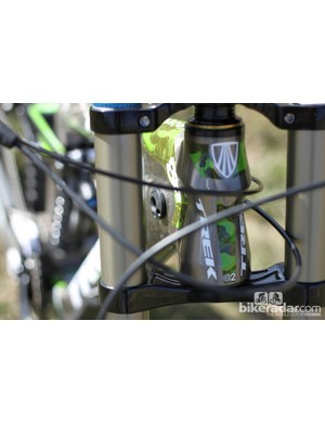 The frame features integrated fork bumpers, the drive side bumper also allows for internal cable routing