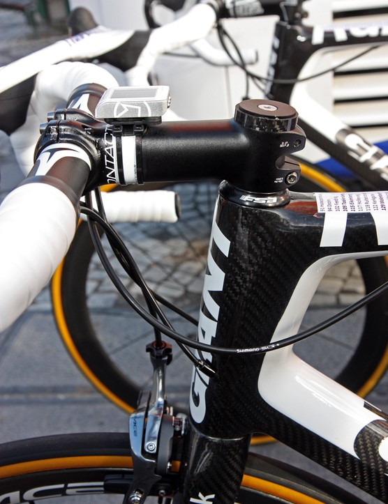 The Giant Defy Advanced SL is built with a longer head tube than the TCR Advanced SL but Rabobank team riders seem to be getting on with it fine. The tapered steerer tube measures 1-1/2in at the bottom but an unusually girthy 1-1/4in up top