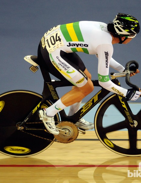 Australian Melissa Hoskins on her way to gold in the women's Scratch race