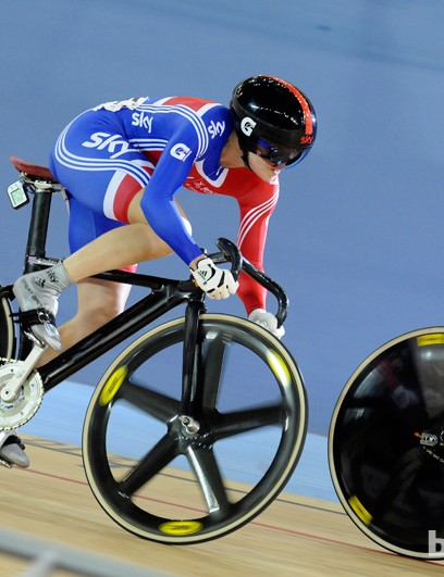 Vicky Pendleton about to pass Anna Meares in the women's Keirin heats