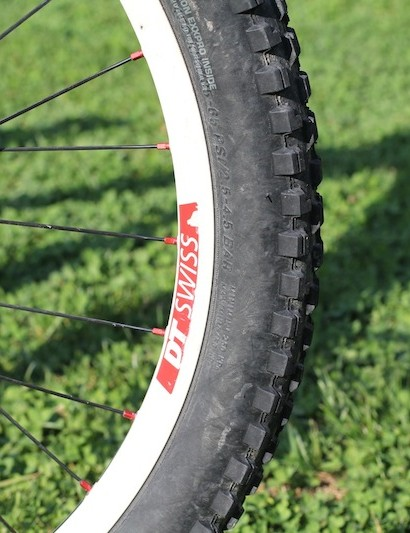 The wheelset is a DT Swiss EX1750