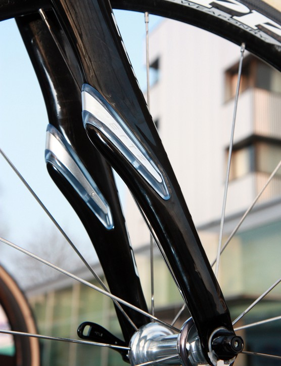The new fork features bigger pockets to house the giant Zertz dampers