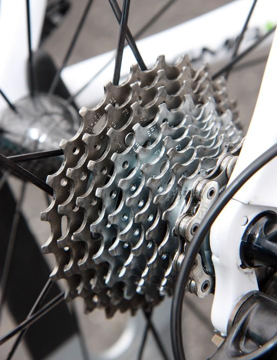 11-speed Campagnolo 11-25T cassettes on Movistar's Pinarello Dogma K bikes for Paris-Roubaix