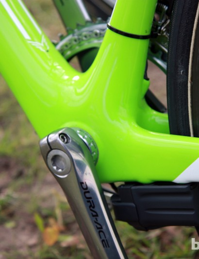 Felt's F1 frame normally comes with a BB30 bottom bracket shell but since GreenEdge's component sponsor is Shimano, threaded shells are used instead