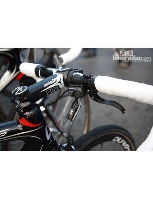Shimano Dura-Ace Di2 satellite shifters on the bikes of FDJ-BigMat.