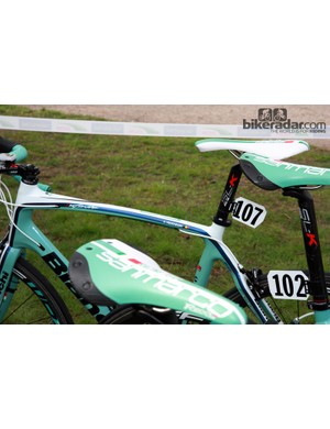 The only Vacansoleil-DCM rider to depart Compiègne on a carbon bike was Frederik Veuchelen, who chose Bianchi's Infinito model over the Impulso his teammates used.