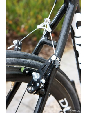 Giant's team-only machined aluminum cantilevers have gained a built-in barrel adjuster since the last time we saw them.