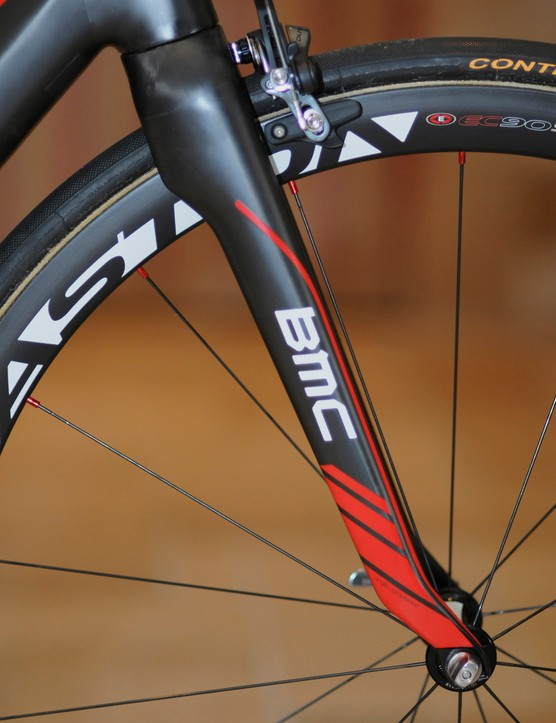 The new BMC GranFondo GF01 carbon fork features the company's Tuned Compliance Concept design as well as a new 'angle compliance' philosophy. The kink in the legs just above the fork tips is designed to act as a flex point when hitting bumps