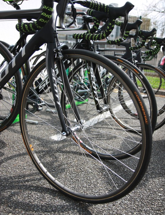 GreenEDGE bikes were fitted with traditional box-section aluminum tubular wheels almost across the board the day before Paris-Roubaix