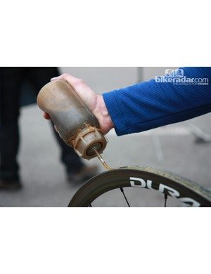 This is how Rabobank team mechanics apply glue to a rim