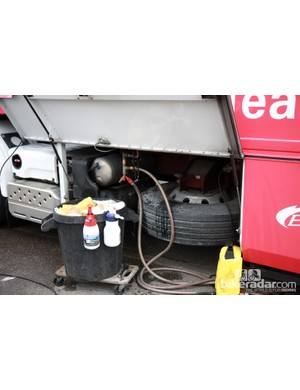The Cofidis truck includes its own splitter for creating multiple water hoses