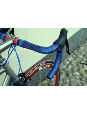 Bright blue Fizik Microtex bar tape fits in well with the MK II's eye-catching aesthetic