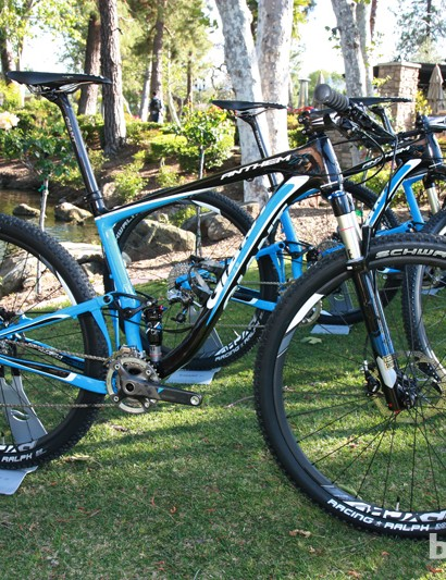 The composite construction of Giant's new Anthem X Advanced 29er shaves 185g from the current all-alloy version while also adding some front triangle and bottom bracket stiffness