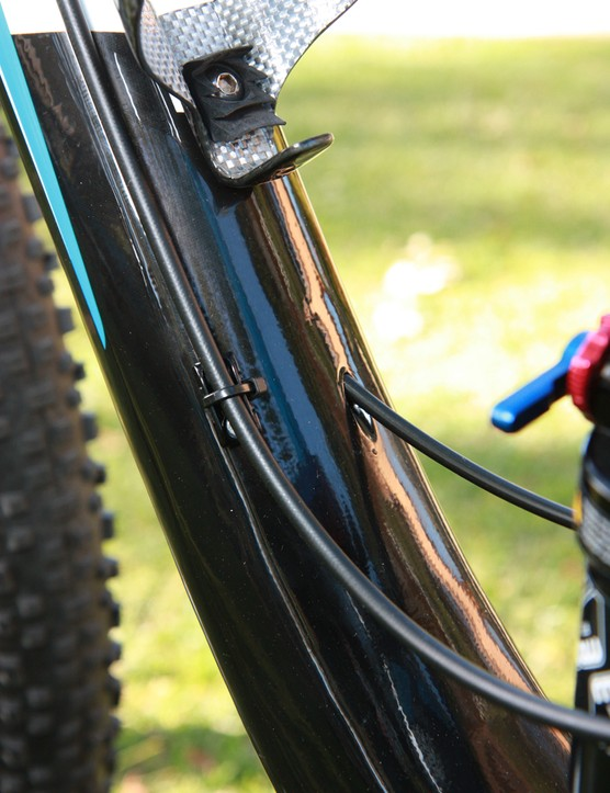 Derailleur cables are routed internally on the new Giant Anthem X Advanced 29er frame but the rear brake hose secures with conventional zip-tie guides