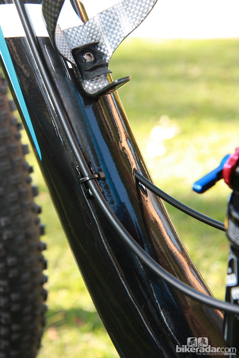 95687db9497 Derailleur cables are routed internally on the new Giant Anthem X Advanced  29er frame but the