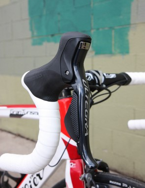 The Shimano Ultegra Di2 6770 lever ergonomics and overall feel are identical to those of Dura-Ace Di2