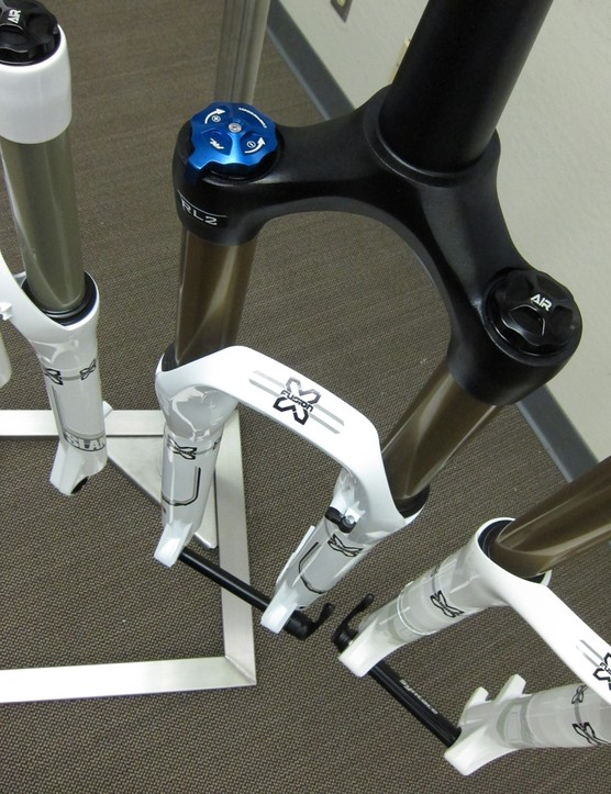 The Trace is one of two new 34mm stanchioned forks. It also sports the new Uni-Crown one-piece crown-steerer assembly