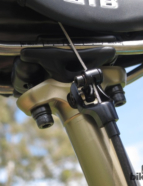 The two-bolt head is fully symmetrical so users can run the cable on the left or right side as desired. In the event of a cable failure, the rocker arm can be manually operated so you can still pedal home
