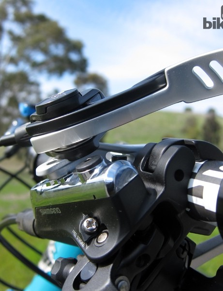The Fox DOSS remote lever doesn't seem to mesh well with Shimano brake levers – curious given the two companies have collaborated before on other remote designs