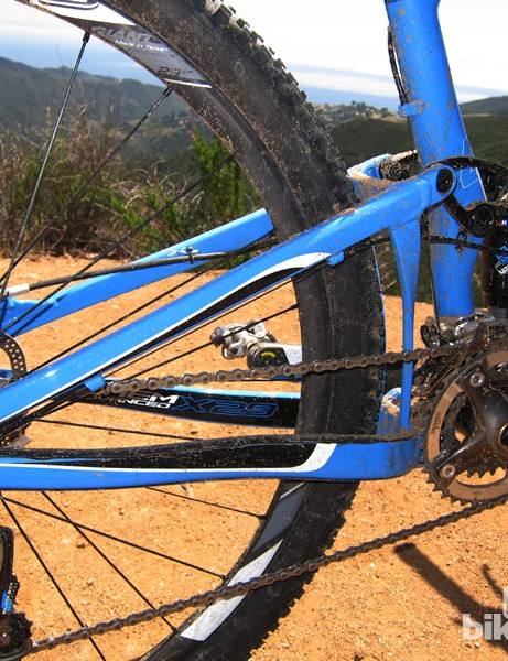 Giant stick with an aluminum rear triangle on the Anthem X Advanced 29er, saying a carbon one would only save a handful of grams while adding enormously to the cost. The very compact and well reinforced construction supposedly doesn't require a through-axle, either