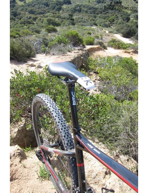 The launch spec includes a Fizik Tundra 2 saddle