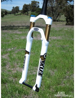 FOX have trimmed the weight of the 32 Float 29 100 FIT CTD fork down to just 1,470g