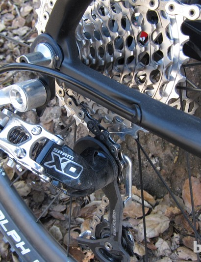 The internal cable routing supports regular cables, electric wires and hydraulic options