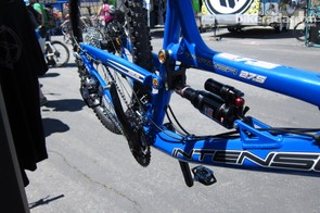 Intense's Tracer 27.5 uses the VPP suspension system; on the prototype they're testing, with a carbon upper linkage