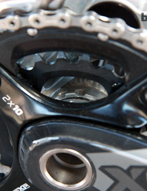 The modular ISCG plate is clamped securely behind the bottom bracket cup and held in position by a set of splines machined around the edge of the shell