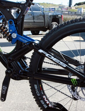 A generous 8.25in of travel is available from the single-pivot rear end of the Foes Hydro