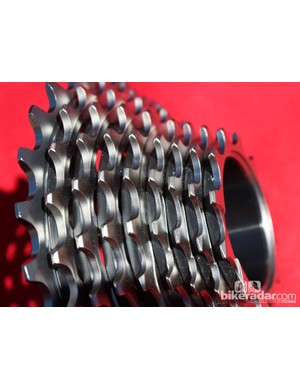 Another view of the elastomer bands in-between the cogs on the Red-level XG 1090 cassette. SRAM don't yet have a Red cassette that can take full advantage of the WiFLi derailleur's 11-32t capacity