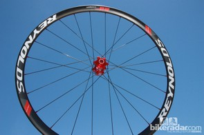 Reynolds previewed their upcoming new carbon fiber 29er wheels at Sea Otter, built with 21mm-wide (internal width), tubeless-compatible rims