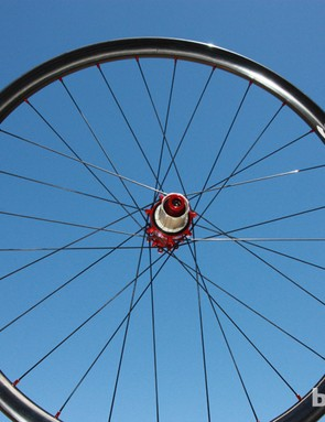 Reynolds' new 650b carbon fiber wheelset uses 21mm-wide (internal) rims for a total target weight of 1,550-1,580g