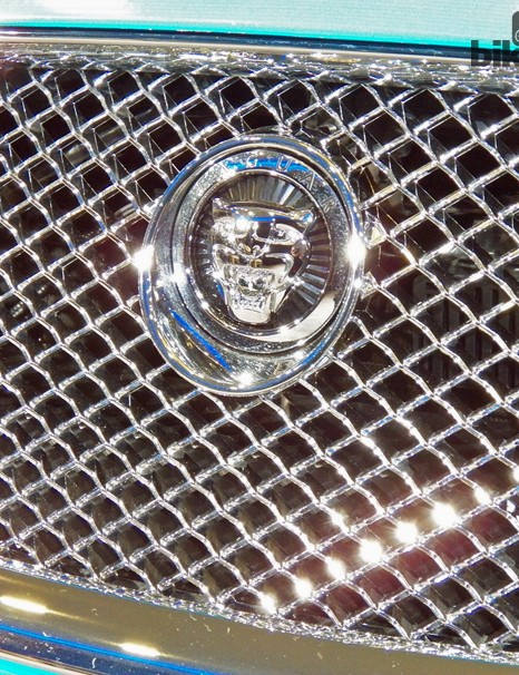 The grille: very, very, VERY shiny