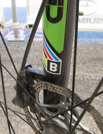 While the brakes fall under the BlackBox program, we believe them to use the new Red hydraulic road caliper