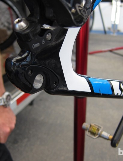 The new dropouts simply bolt to the existing carbon frame