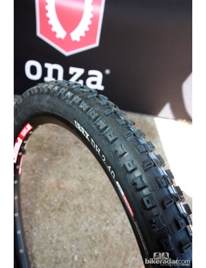 The Onza Ibex tire is offered in both cross-country and downhill variants, both with very open tread patterns for use in loose conditions