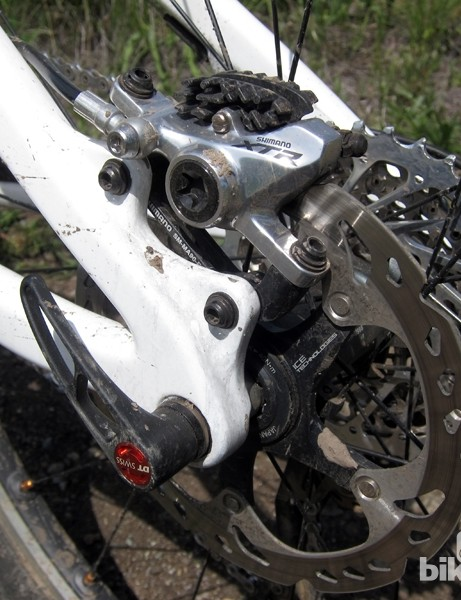 The new Santa Cruz through-axle rear ends look to use a DT Swiss RWS skewer system