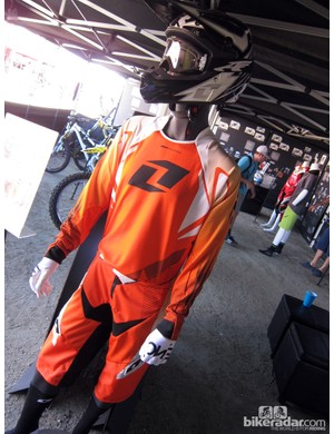 This One Industries ensemble is made up of the Atom Bolt helmet with polycarbonate shell, the Reactor Apex jersey and shorts, and the Zero gloves