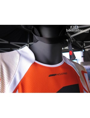 The One Industries Reactor Apex jersey sports a unique collar treatment