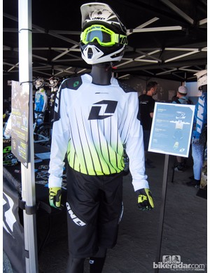 One Industries showed off this keen look, made up of the Gamma Bot helmet, Defcon Reactor jersey, Reactor Apex shorts and Zero gloves
