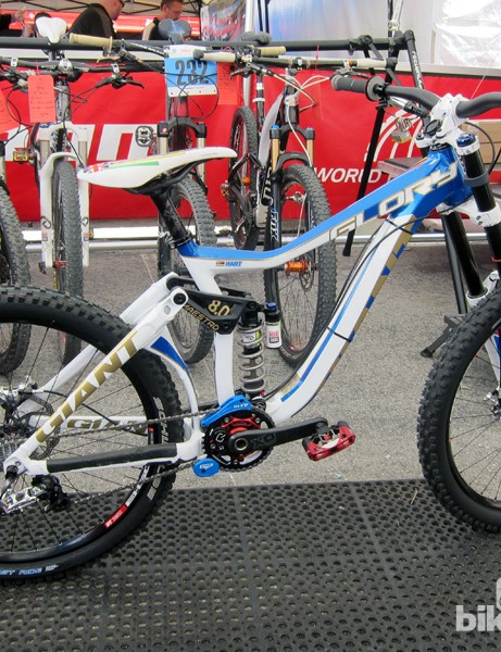 We caught up with Danny Hart's (Giant Factory Off-Road Team) Giant Glory while it was taking a break inside the SRAM pit area